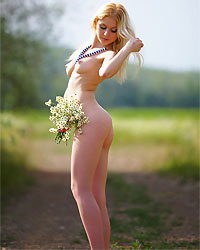 blonde cutie with flowers